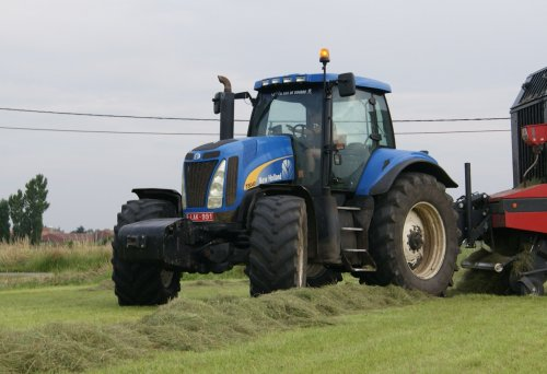 New Holland T 8040 van collin ihfan