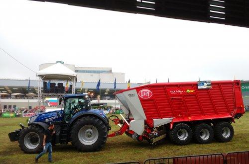 Foto van een New Holland T7.315. Op de Beurs van Libramont.. Geplaatst door T track op 26-07-2016 om 16:09:35, op TractorFan.nl - de nummer 1 tractor foto website.