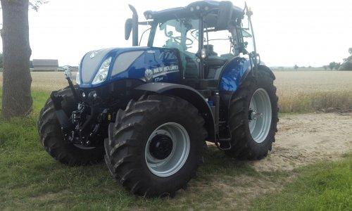 Foto van een New Holland T 7.225. Geplaatst door johan newholland op 30-07-2016 om 19:18:19, op TractorFan.nl - de nummer 1 tractor foto website.