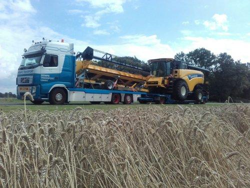 Foto van een New Holland Combine  dikke vracht had mn kameraad gister 😉. Geplaatst door johndeere6910forever op 07-08-2016 om 10:19:37, op TractorFan.nl - de nummer 1 tractor foto website.