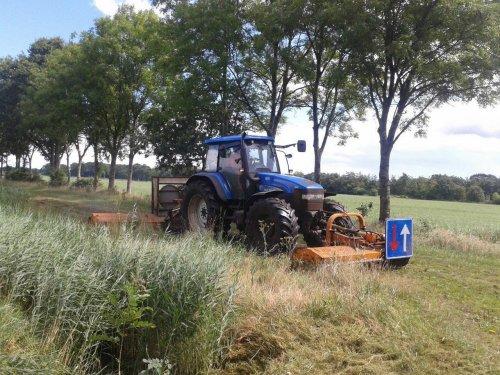 Foto van een New Holland TM 135. Geplaatst door jans-eising op 15-08-2016 om 21:50:06, op TractorFan.nl - de nummer 1 tractor foto website.