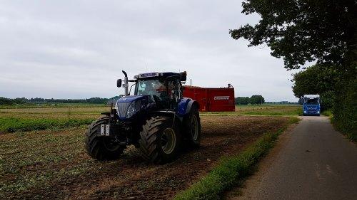 Foto van een New Holland T 7520. Geplaatst door MartijnM71 op 08-09-2016 om 21:21:58, met 2 reacties.