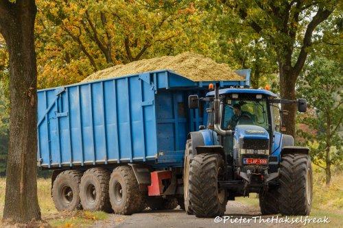Deze Kurstjens carrier heeft al heel wat dienstjaren erop zitten. Niet kapot te krijgen.. Geplaatst door Hakselfreaky op 19-10-2016 om 20:48:47, op TractorFan.nl - de nummer 1 tractor foto website.