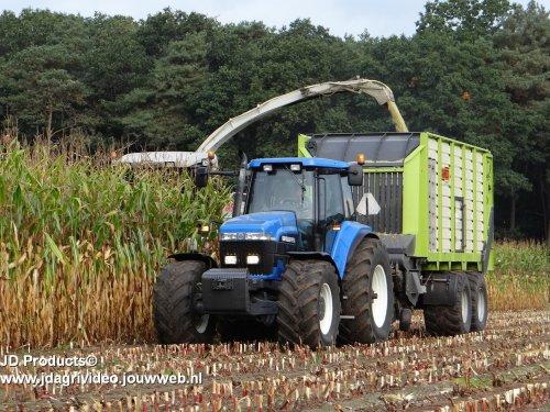 Foto van een New Holland 8670 A, loonbedrijf Olminkhof uit Lochem aan het maishakselen ZIE OOK DE VIDEO  https://www.youtube.com/watch?v=Zp1vCJGx0Ow