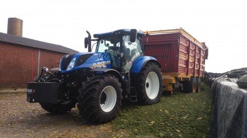 Foto van een New Holland T 7.190. Geplaatst door larst7030 op 29-10-2016 om 18:51:49, op TractorFan.nl - de nummer 1 tractor foto website.