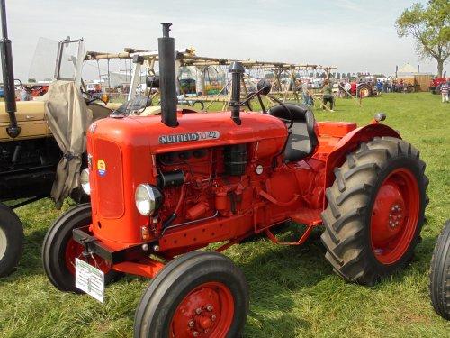 Foto van een Nuffield 10/42. Geplaatst door holderb51 op 27-05-2017 om 09:28:11, op TractorFan.nl - de nummer 1 tractor foto website.