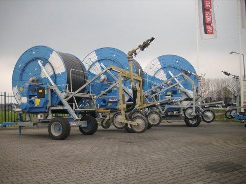 Foto van een ocmis meerdere, bezig met poseren bij de zuidelijke regio importeur.  13-04-2012-Esbeek