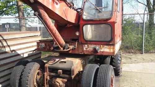 Foto van een O&K MH5 bij de case bouwmachine dealer geweest daar stond me een oud stuk o&k kraan.. Wel mooi ook met fiets stuur in net als de eerste atlassen. En driehoeken die je voor de lampen kon klappen als je de kraan trok met een trekker of vrachtwagen
