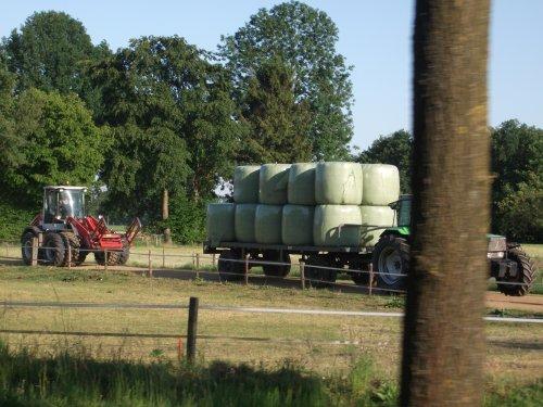 jammer van de boom die in de weg staat.. Geplaatst door Fendeere op 26-05-2011 om 22:00:56, op TractorFan.nl - de nummer 1 tractor foto website.