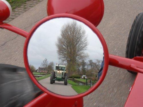 Dit zie je niet vaak in je spiegel.Een dikke V-8. Tijdens de snertrit van De Lange Slag op 14-11-2015. Een Oliver 2255.
