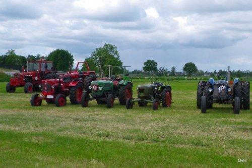 Foto van een Oldtimers Meerdere, Trekkertrek Oldtimerclub De Grebbetrekkers.. Geplaatst door janklaas36 op 14-05-2016 om 22:09:15, op TractorFan.nl - de nummer 1 tractor foto website.