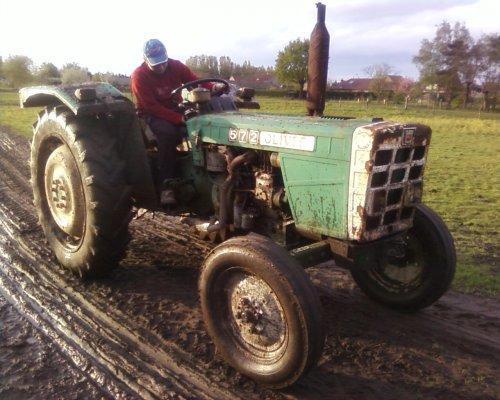 juist onze tractor opgehaald voor mee aan de tractorcros mee te doen :D is een oliver 572. Geplaatst door fendtkubota op 29-04-2008 om 21:19:55, met 5 reacties.