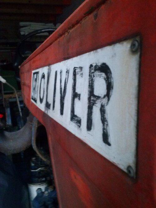 Foto van een Oliver 454 logo, bezig met poseren.. Geplaatst door basgroot op 04-12-2014 om 20:15:49, op TractorFan.nl - de nummer 1 tractor foto website.