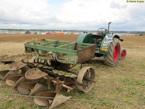 Foto van een Oliver onbekend, bezig met poseren. type standard 80 Great Dorset steam fair 2015. Geplaatst door oldtimergek op 21-12-2015 om 22:27:35, op TractorFan.nl - de nummer 1 tractor foto website.