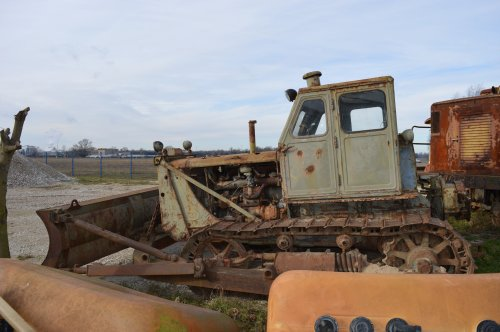 Foto van een ChTZ T100. Geplaatst door buttonfreak op 01-02-2018 om 16:04:46, op TractorFan.nl - de nummer 1 tractor foto website.