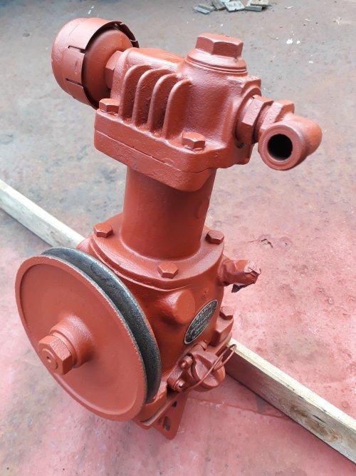 Foto van een Bosch compressor, hoort op een Deutz F6L712 voor in een Kramer U800.. Geplaatst door Kramer U800 op 18-05-2018 om 16:54:29, met 6 reacties.