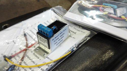 Gisteren de nieuwe spanningsregelaars voor de Bosch REE 75/12 dynamo's binnengekregen. Bij HPS momenteel niet leverbaar, dus rechtstreeks in Duitsland besteld voor iets meer dan de helft van de prijs van HPS. Mocht er iemand ook interesse hebben, dan zijn zijn contactgegevens beschikbaar via een persoonlijk bericht.
