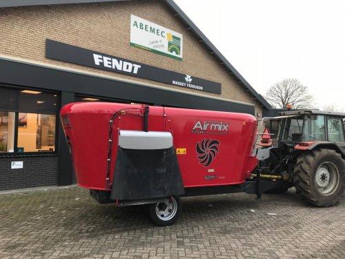Airmix Future 12m3 getrokken voermengwagen. Geplaatst door fendth op 30-05-2019 om 21:30:59, op TractorFan.nl - de nummer 1 tractor foto website.
