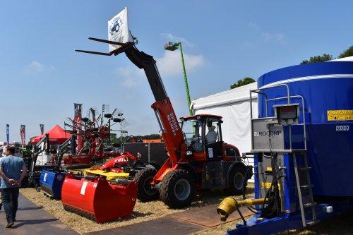 Foto van een Onbekend Shovel Everun ER2500 MG-Lader. Geplaatst door jordi 1455 op 01-08-2019 om 22:45:46, op TractorFan.nl - de nummer 1 tractor foto website.