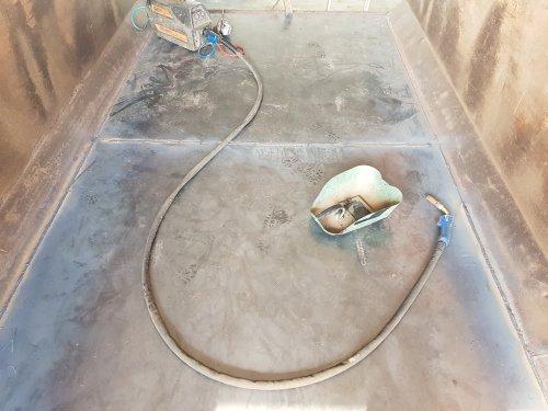 Foto van een Kipper opknappen, nieuwe bodem erin stoken en klep nieuwe platen in.. Geplaatst door Hkramer op 31-08-2019 om 18:20:10, met 2 reacties.
