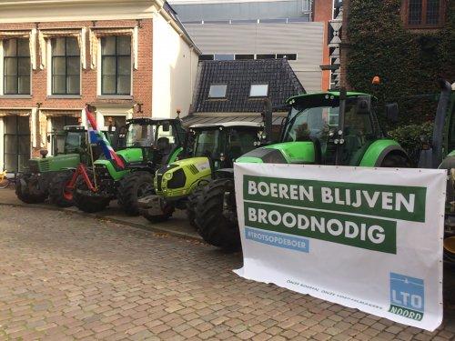 Foto van het boerenprotest in Groningen - Trots op deze boeren!! Boeren blijven broodnodig!. Geplaatst door Rozema op 14-10-2019 om 13:33:13, op TractorFan.nl - de nummer 1 tractor foto website.