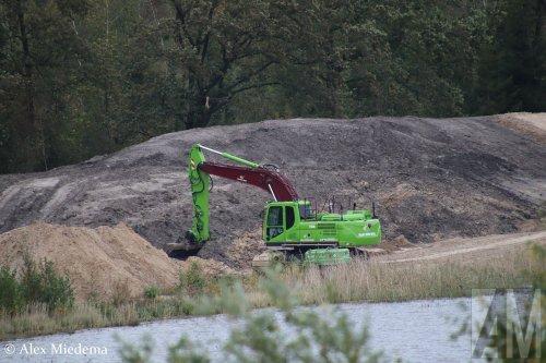 Op deze foto is Van der Wiel Transport (Drachten) × actief met een Doosan DX255LC (kraan). https://youtu.be/ZGBa8tbmfsc
