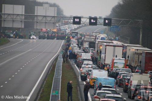 Foto van een Onbekend meerdere (diverse merken).  https://www.youtube.com/watch?v=Yrrp7nsOYpE. Geplaatst door Alex Miedema op 18-12-2019 om 16:15:17, op TractorFan.nl - de nummer 1 tractor foto website.