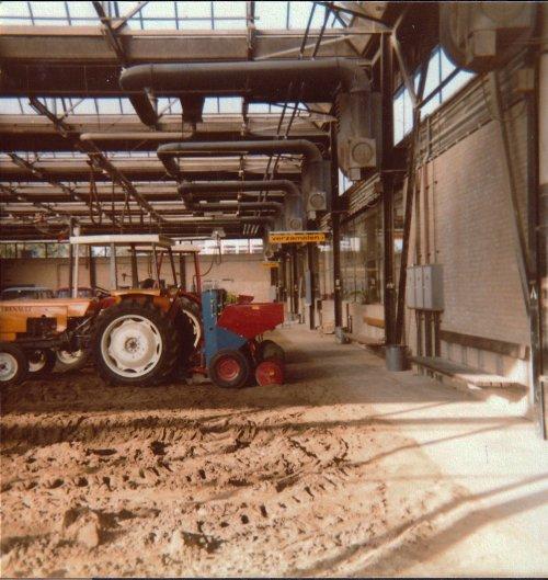 Foto diverse trekkers(elektrisch) op de Landbouwpraktijkschool te Emmeloord 1987. Geplaatst door A.H.S. op 09-01-2020 om 17:17:48, met 7 reacties.