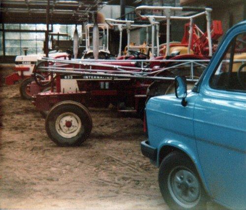 Foto diverse trekkers(elektrisch) op de Landbouwpraktijkschool te Emmeloord 1987. Geplaatst door A.H.S. op 09-01-2020 om 17:17:49, met 4 reacties.