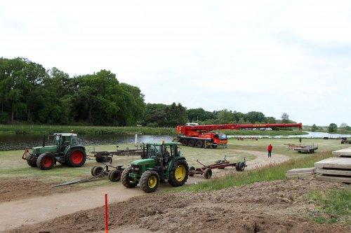 Foto van een Favorit514 en JD 6200 (diverse merken). Geplaatst door A.H.S. op 14-06-2020 om 22:10:48, op TractorFan.nl - de nummer 1 tractor foto website.