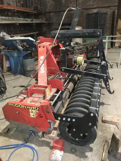 Nieuwe rol aan de rotoreg bouwen 💪🏼. Geplaatst door mf-6265 op 15-07-2021 om 20:31:08, op TractorFan.nl - de nummer 1 tractor foto website.