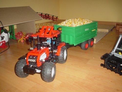 Onbekend Lego tractor. van TLA-TSA