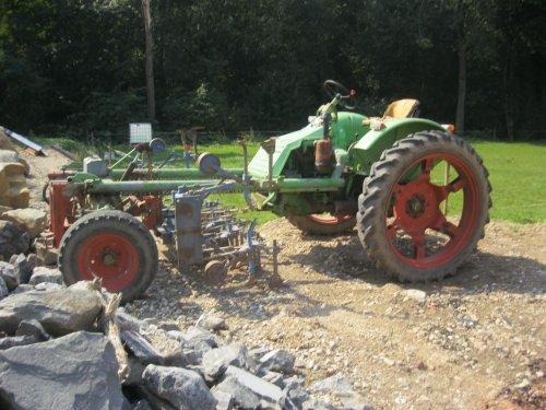 Foto van een Onbekend Tractor, bezig met poseren. Geplaatst door steyrlanzboy op 28-08-2013 om 18:36:22, met 15 reacties.