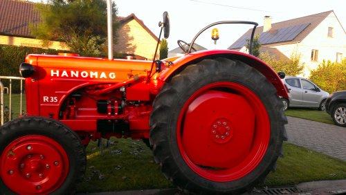 Foto van een Onbekend Tractor, bezig met poseren.. Geplaatst door T track op 12-12-2014 om 14:16:11, met 9 reacties.