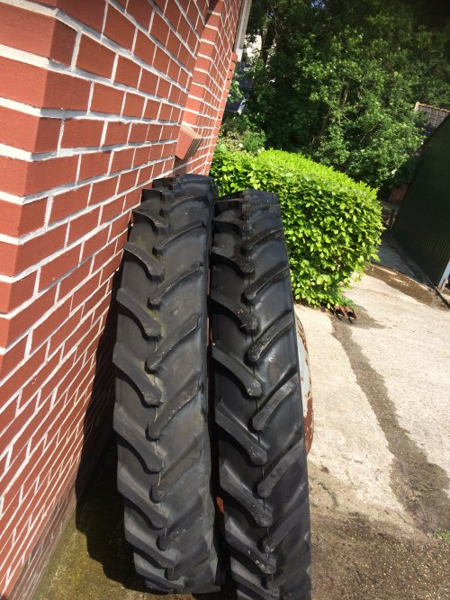 Overcompleet; setje 8.3 x 42 op MF velgen. Geplaatst door MF65 op 30-05-2018 om 22:19:38, op TractorFan.nl - de nummer 1 tractor foto website.