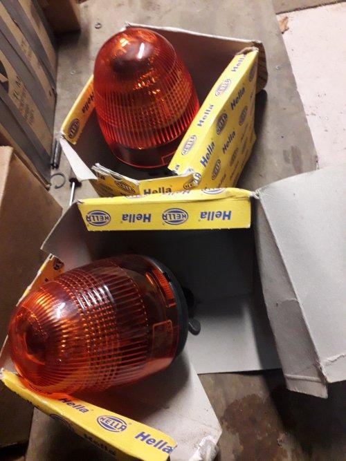 Foto van een set originele Hella zwaailampen. Nog in de doos. Te koop voor de liefhebber. Geplaatst door RPCounty op 27-01-2019 om 20:21:42, met 16 reacties.