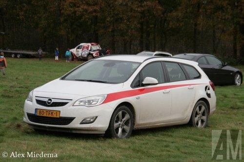 Foto van een Opel Astra, opgebouwd voor personenvervoer.. Geplaatst door Alex Miedema op 13-11-2014 om 13:11:52, op TractorFan.nl - de nummer 1 tractor foto website.
