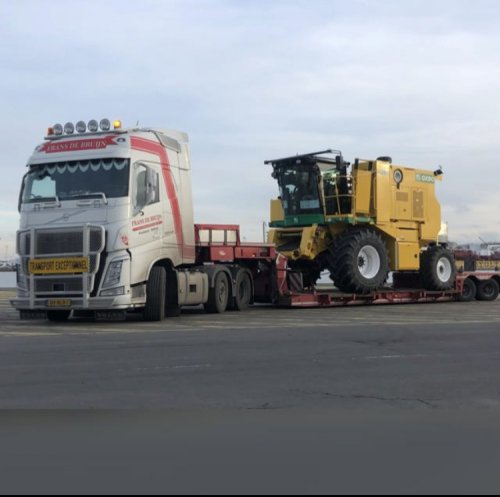 Frans de Bruijn transport met een Volvo FH en Nooteboom dieplader. Oxbo 8340 van Ploeger. Geplaatst door cindy op 10-07-2021 om 11:24:08, met 6 reacties.