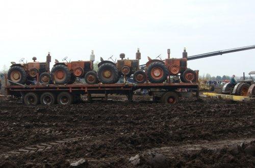 Dit was op het gloeikoppersweekend in wortel  ,trek deze wagen maar door de losse grond.. Geplaatst door stijn-de-bock op 16-04-2019 om 07:53:40, op TractorFan.nl - de nummer 1 tractor foto website.