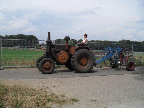 Foto van een Pampa T01, bezig met poseren.  IHF Panningen 2010. Geplaatst door Romco14 op 16-04-2011 om 18:23:07, op TractorFan.nl - de nummer 1 tractor foto website.