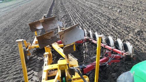 Foto van een Panter Ploeg, vanmiddag een begin gemaakt met ploegen. Om de ploeg in te stellen en om een voorsprong te hebben op de plantmachine.