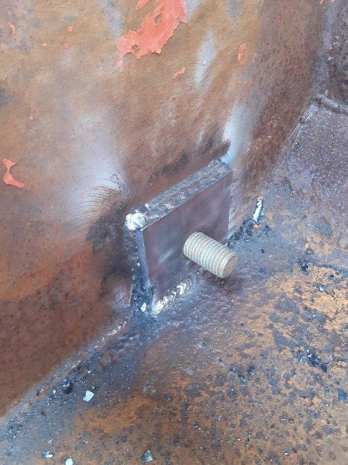 Verstevigingsplaat aangebracht voor et scharnierpunt. Nu draagt et op 17 mm ipv 5 mm. Geplaatst door 1046 op 16-05-2020 om 20:55:30, op TractorFan.nl - de nummer 1 tractor foto website.