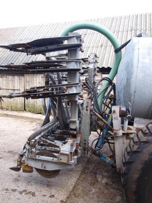 Foto van een Peecon Bemester, bezig met bemesten. Geplaatst door SJB533 op 06-02-2011 om 13:38:59, op TractorFan.nl - de nummer 1 tractor foto website.