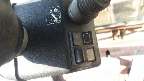 Foto van een Poclain 61 vandaag deze kraan bekeken. Best wel een leuke machine. Niet alles lijkt te werken hoe het moet. Maar tegelijkertijd weten wij ook niet precies hoe het bij een case poclain wel of niet moet