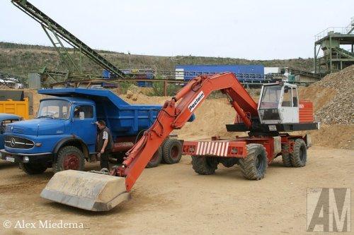 Foto van een Poclain Onbekend.  Veel meer foto's van het kippertreffen kun je op truckfan vinden: http://www.truckfan.nl/agenda/2/kippertreffen-geilenkirchen-2014/