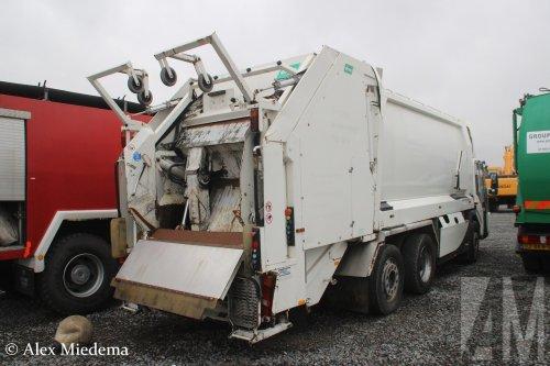 Foto van een Ponticelli Puncher, opgebouwd als vuilniswagen.. Geplaatst door Alex Miedema op 12-12-2018 om 15:55:49, op TractorFan.nl - de nummer 1 tractor foto website.