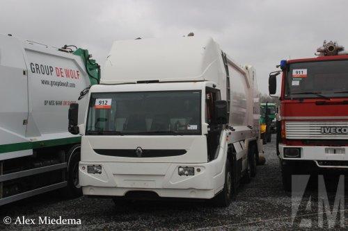 Foto van een Ponticelli Puncher, opgebouwd als vuilniswagen.. Geplaatst door Alex Miedema op 12-12-2018 om 15:55:50, op TractorFan.nl - de nummer 1 tractor foto website.