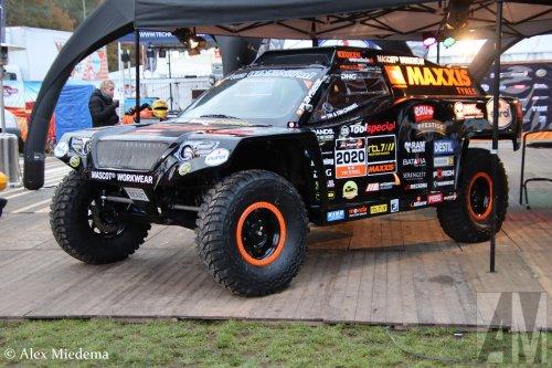 Op deze foto staat Maxxis Dakar Team (Huizen) × met een Ram onbekend/overig, opgebouwd als rallytruck.  https://www.youtube.com/watch?v=LM5oixWEGl8