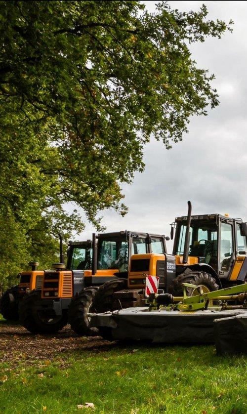 Foto van een Renault 145.14 en 2 x een Renault 155.54. Geplaatst door gait vrielink op 06-12-2017 om 22:55:33, op TractorFan.nl - de nummer 1 tractor foto website.