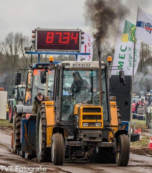 Foto van een Renault 103.12 TX, trekkertrek loosbroek 12 van de 37 deelnemers geworden👍. Geplaatst door thomas-renault op 13-03-2018 om 20:46:30, met 8 reacties.